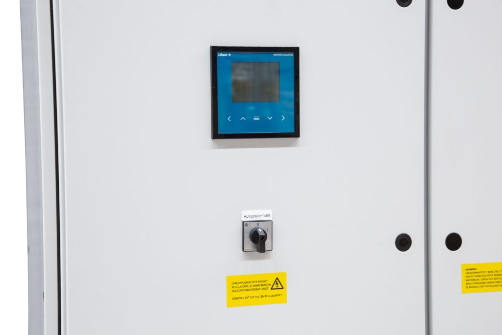 LM-Power D375 - Kondensatorbatteri - Snedavstämd faskompensering