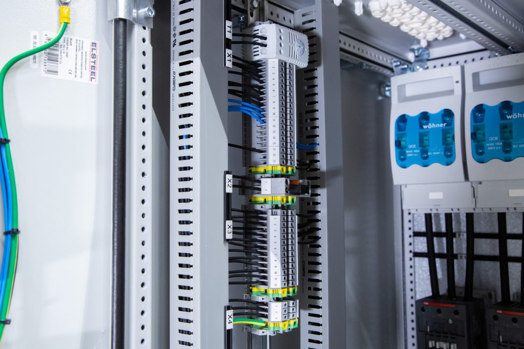 LM-Power D250 - Kondensatorbatteri - Snedavstämd faskompensering