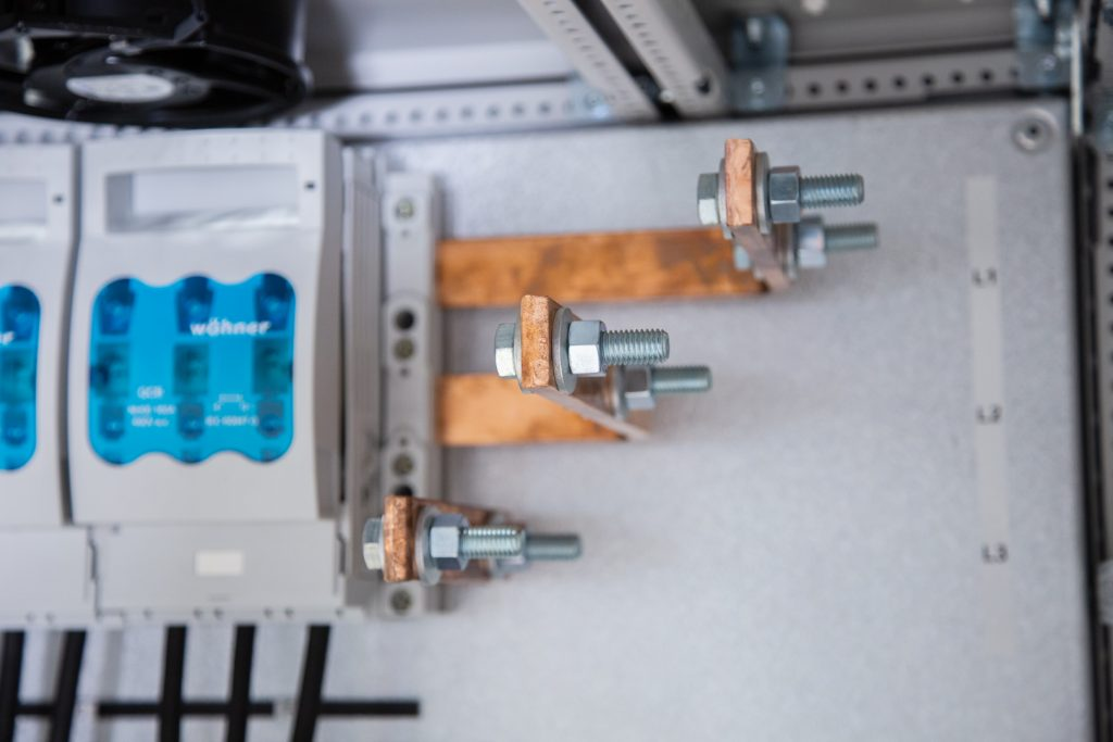 LM-Power D200 - Kondensatorbatteri - Snedavstämd faskompensering
