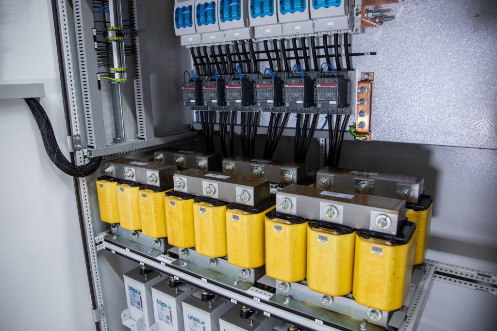 LM-Power D450 - Kondensatorbatteri - Snedavstämd faskompensering