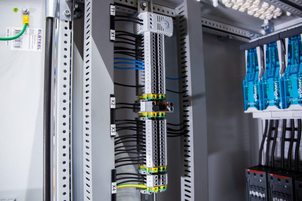 LM-Power D150 - Kondensatorbatteri - Snedavstämd faskompensering
